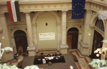 1991 Agora Budapest chair table
